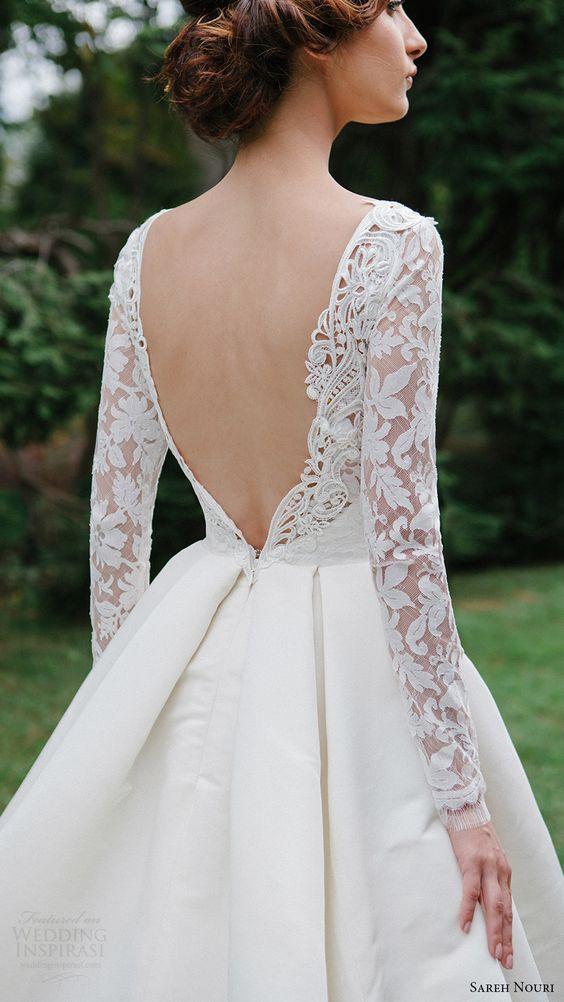 Váy cưới chữ A xẻ lưng