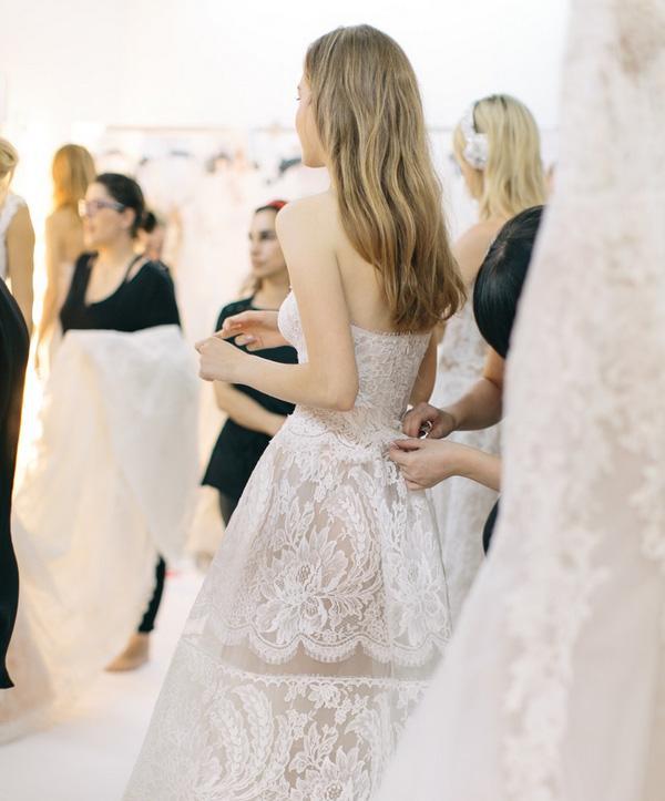 Cẩn thận với trang phục cưới của bạn
