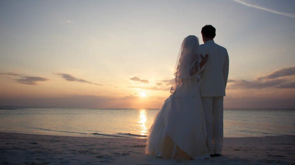 ảnh cưới trên bãi biển