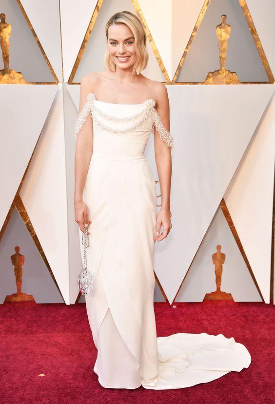 Robbie trông như một cô dâu tại giải Oscar 2018